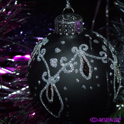 Närstudie av julkula i julgranen 2006